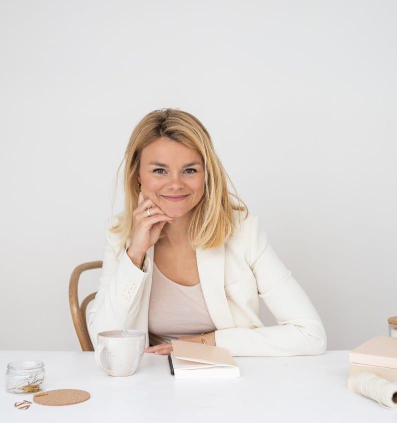 Vera am Tisch